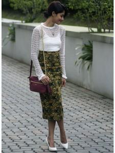 8 Inspirasi Outfit dengan Sepatu Putih 3
