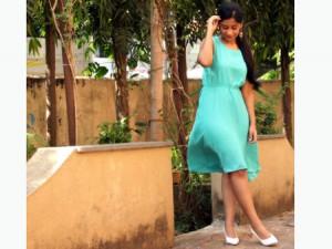 8 Inspirasi Outfit dengan Sepatu Putih 5