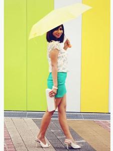 8 Inspirasi Outfit dengan Sepatu Putih 6