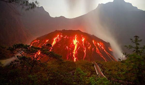 Mengulik tentang Gunung Kelud yang Fenomenal