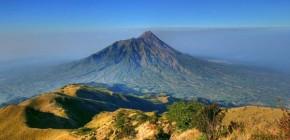 Berpetualang ke Gunung Merbabu yang Penuh Tradisi
