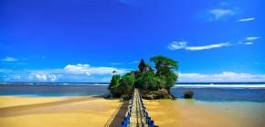 Pantai Balekambang dan Sejuta Pesonanya