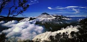 Pesona Gunung Tertinggi di Indonesia