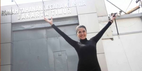 Nikita Mirzani Akhirnya Resmi Bebas dari Penjara KabarDunia.com_Nikita-Mirzani-Akhirnya-Resmi-Bebas-dari-Penjara_Nikita Mirzani