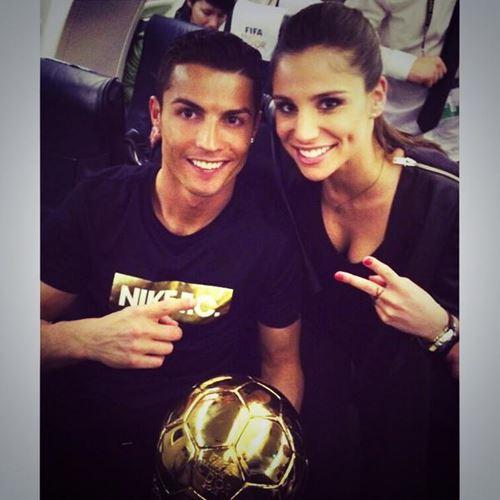 Ronaldo Lagi Galau, Chicarito Justru Kepergok Cium Gebetan Ronaldo 3