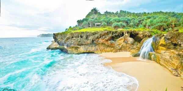 Menyibak Keindahan dari Pantai Banyu Tibo Pacitan