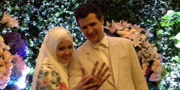 Pernikahan Risty Tagor-Stuart Collin Terlihat Sederhana Namun Romantis 2