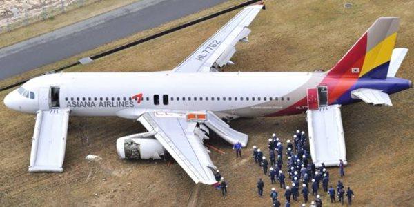 Terdengar Ledakan, Pesawat Asiana Airlines Tergelincir di jepang