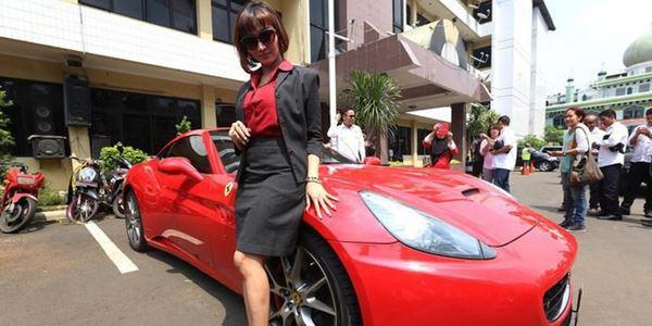 Ferrarinya Ketahuan Pakai Pelat Nomor Palsu, Ini Tanggapan Roro Fitria