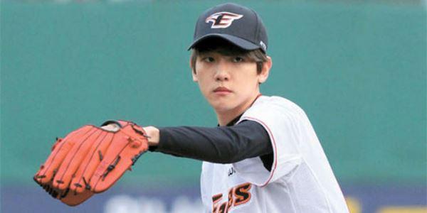 Demi Melihat Baekhyun, EXO-L Kembali Berulah di Pertandingan Bisbol
