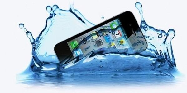 smartphone jatuh ke air