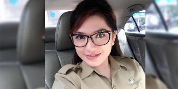 Junita Jane Wauran, Camat Cantik yang Sukses Bikin Heboh Netter 3