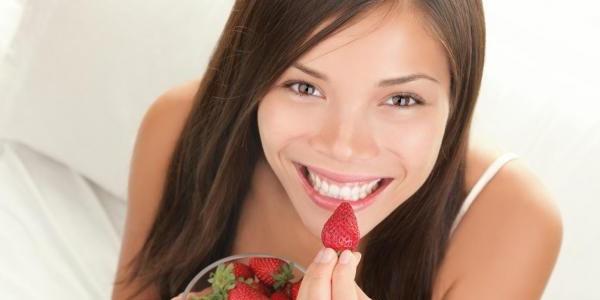 6 Makanan Enak Ini Bisa Membantu Hancurkan Plak serta Memutihkan Gigi