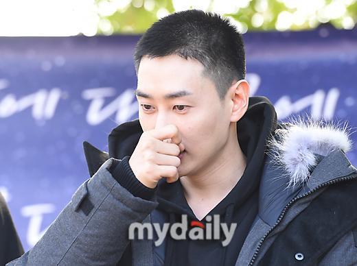 Berangkat Wamil, Eunhyuk Super Junior Menangis di Depan Penggemarnya