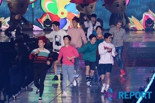 EXO Catat Sejarah Jadi yang Pertama Konser di Dome, Netter Justru Cuek 2