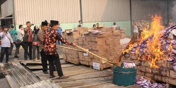 Minta Maaf, 28 Ribu Karton Permen Bertuliskan 'Yaowo' Dimusnahkan
