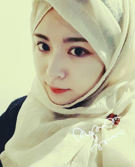 hijab ala  ayana moon