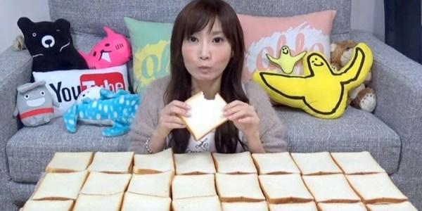 Wow, Wanita Cantik Ini Bisa Habiskan 100 Lembar Roti Tawar Sendirian