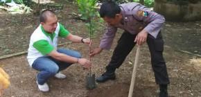 Aiptu Winarto, Polisi Inspiratif yang Tanam Ribuan Pohon di Pinggir Jalan