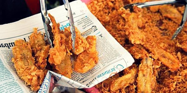 Inilah 3 Penyakit Berbahaya Jika Membungkus Makanan dengan Koran