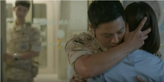 'Descendants of the Sun' Raih Rating Tertinggi Berkat Jin Goo Peluk Kim Ji Won