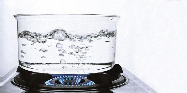 Lebih Baik Air Hangat Dibanding Air Es Usai Makan, Ini Dia Alasannya!