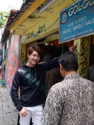 Intip Menawannya Onew Saat Jalani Pemotretan di Bali