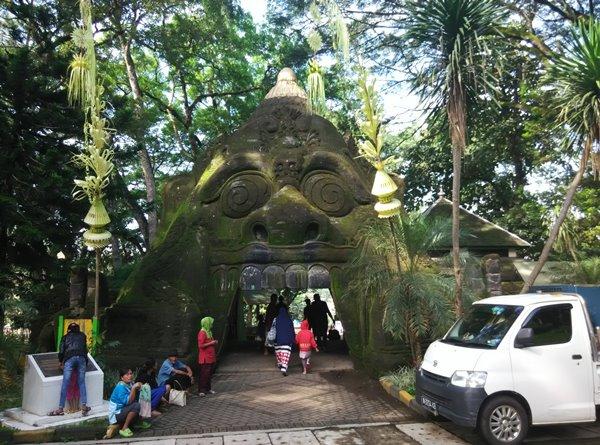 Mengunjungi Wendit, Pemandian Alami yang Penuh Mitos dan Tradisi