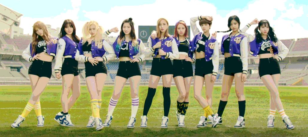 """TWICE Tampil Ceria Sebagai Cheerleaders Dalam MV """"Cheer Up"""""""