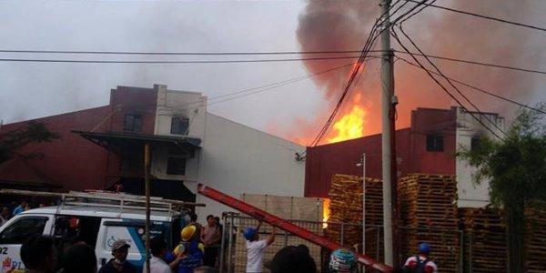Tak Kunjung Padam, Polisi Masih Cari Penyebab Kebakaran Pabrik Jokowi