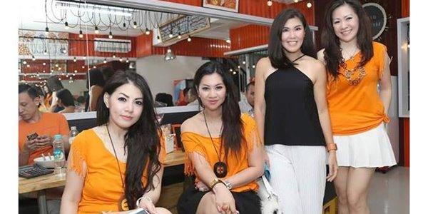 Bakso Djingkrak Sunter, Warung dengan Pelayan Seksi yang Bikin Heboh 2