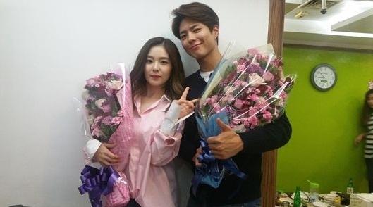 """Park Bo Gum dan Irene Red Velvet Rayakan 1 Tahun Bersama di """"Music Bank"""""""