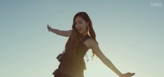 "Jessica Jung Merilis Mini Album Solo ""With Love, J"" sekaligus MV Single ""Fly"""