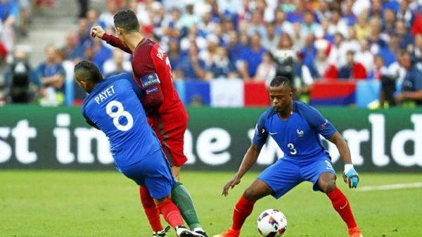 Jegal Ronaldo Hingga Cedera, Dimitri Payet Banjir Hujatan di Sosmed 3