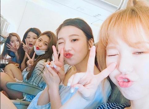Dekat Layaknya 'Keluarga', Red Velvet Pamer Foto Konyol Tapi Unyu