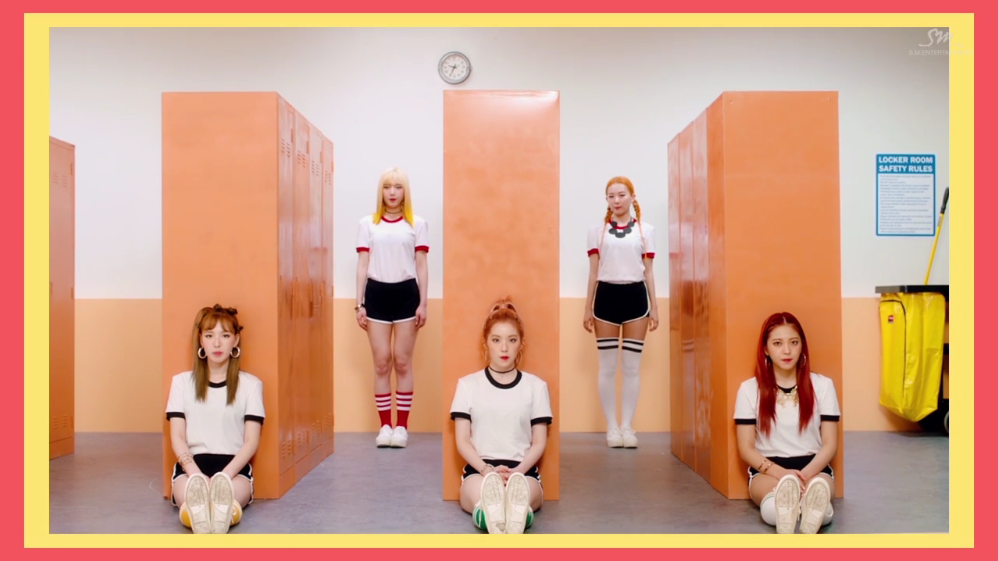 Red Velvet Saling Menjatuhkan di MV 'Russian Roulette'