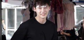 Rilis BTS, 'W' Pamer Aegyo Lee Jong Suk