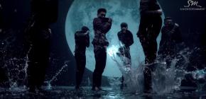"Lay EXO ""Lose Control"" Lewat Koreografi Tak Terkendali"