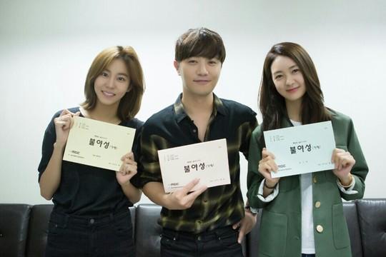 "Lee Yo Won Sinis Ke UEE, Jin Go Senyum Tipis di Trailer ""Night Light"""