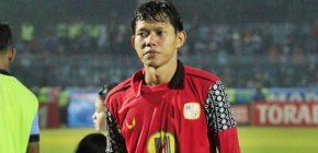 Coret Okto Maniani, Arema FC Resmi Rekrut Adam Alis untuk Musim depan