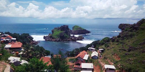 Serunya Menikmati Keindahan Bawah Laut di Pantai Nglambor Yogyakarta