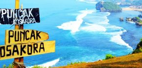 Selfie Sepuasnya Dengan Background Lautan Luas di Puncak Kosakora