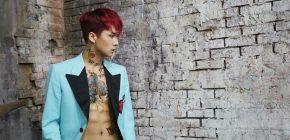 """Berbusana Hitam, Ravi VIXX Tampilkan Video Dance Praktik """"Bomb"""""""
