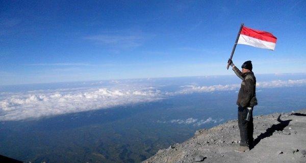 Tantang Adrenalinmu Dengan Jelajahi Gunung – Gunung di Malanggunung semeru KabarDunia.com_Tantang-Adrenalinmu-Dengan-Jelajahi-Gunung-–-Gunung-di-Malanggunung-semeru_Gunung di Malang
