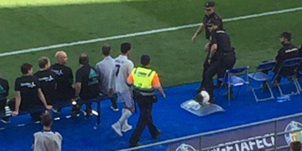 'Cristiano Ronaldo' Dipaksa Keluar Stadion oleh Polisi Kenapa KabarDunia.com_Cristiano-Ronaldo-Dipaksa-Keluar-Stadion-oleh-Polisi-Kenapa_Cristiano Ronaldo