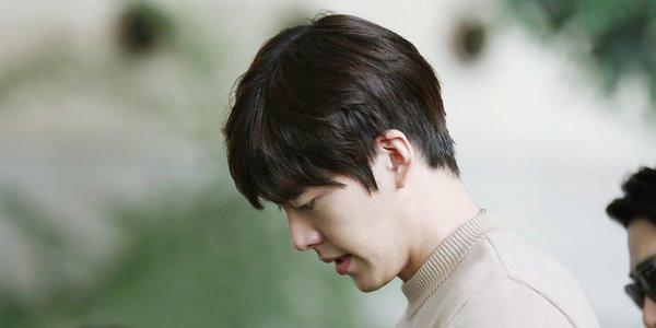 Jalani Pengobatan Berat, Begini Kondisi Kim Woo Bin Saat Ini KabarDunia.com_Jalani-Pengobatan-Berat-Begini-Kondisi-Kim-Woo-Bin-Saat-Ini_Kim Woo Bin