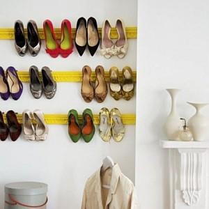 Gantungan sepatu sederhana.