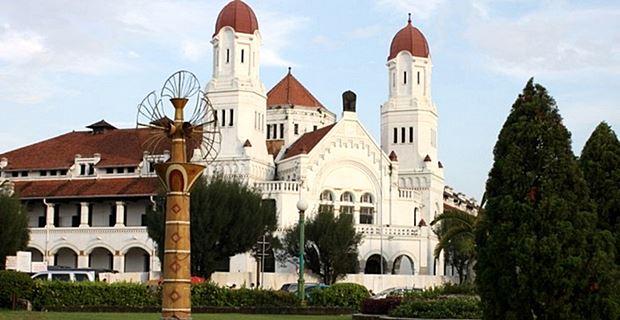 Lawang Sewu Dilihat dari Tugu Muda Semarang