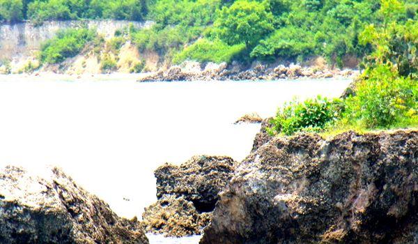 Asyiknya Berwisata ke Pantai Jumiang Pamekasan Madura