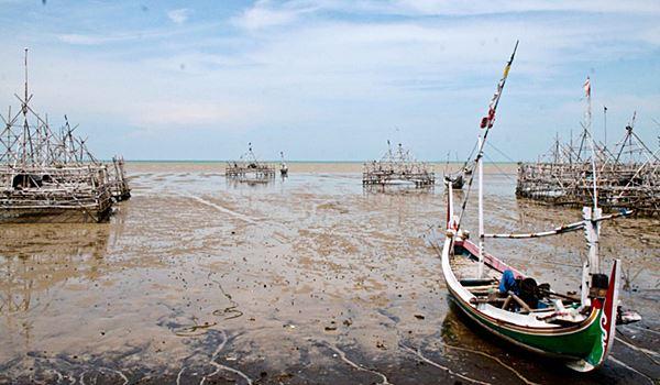 Eksotiknya Pantai Talang Siring Pamekasan Madura